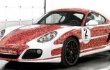 Porsche pristatė Cayman S su 2 milijonais Facebook draugų atvaizdais