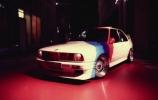 """Klasikinėmis """"karo"""" spalvomis pasipuošęs BMW E30"""
