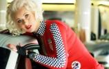 Blondinė testuoja Maserati GranTurismo
