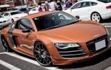 Tokyo gyvenantis Samoa Orange spalvos Audi R8 GT
