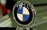 Mėlyna, balta, juoda - BMW ženkliuko istorija
