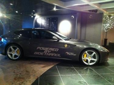 Bioetanoliu varomas Ferrari FF