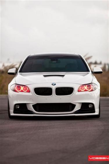 BMW 5 serijos spalvoti žibintai