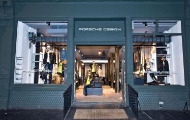 Porsche dizaineriai atidarė drabužių parduotuvę