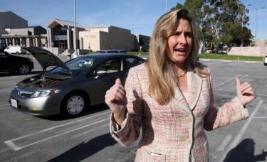 Nepatenkinta kuro sąnaudomis moteris padavė Hondą į teismą