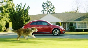 Volkswagen Beetle reklama taip pat su Dartu Veideriu
