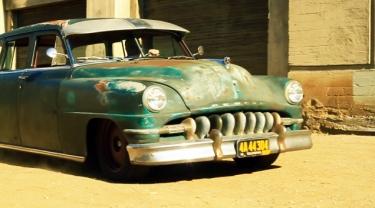 Senų automobilių garažas