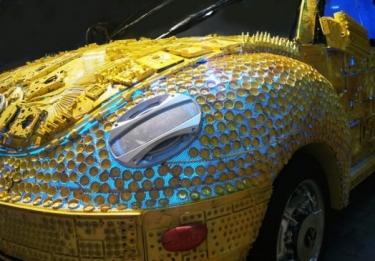 Iš šiukšlių pagamintas VW Beetle