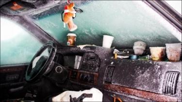 Švedas, sniege strigusiame automobilyje, praleido 2 mėnesius