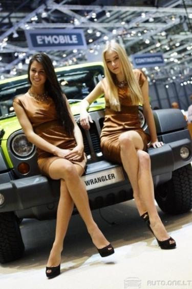 Ženevos automobilių parodos merginos