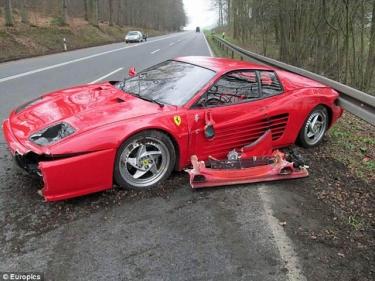 Kas privertė sudaužyti Ferrari F512 M?