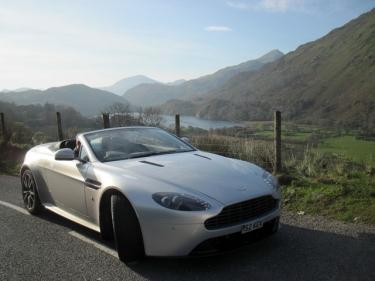 20 Aston Martin Velso keliuose