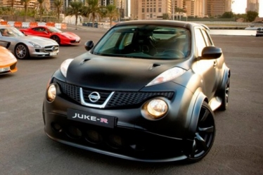 Nissan Juke-R rieda ant konvejerio